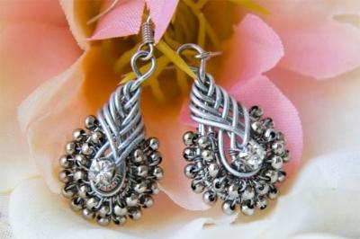 orecchini con nodi cinesi pendenti