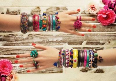 Bracciali e anelli coloratissimi
