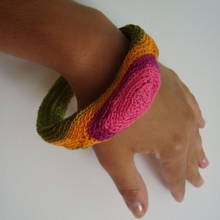 Bangle fatta a mano con uncinetto by Sara Aires (Portogallo)