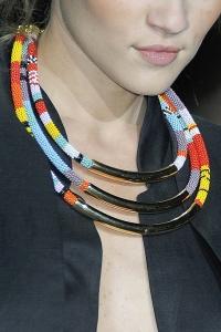 Collana etnica metallo e perline colorate