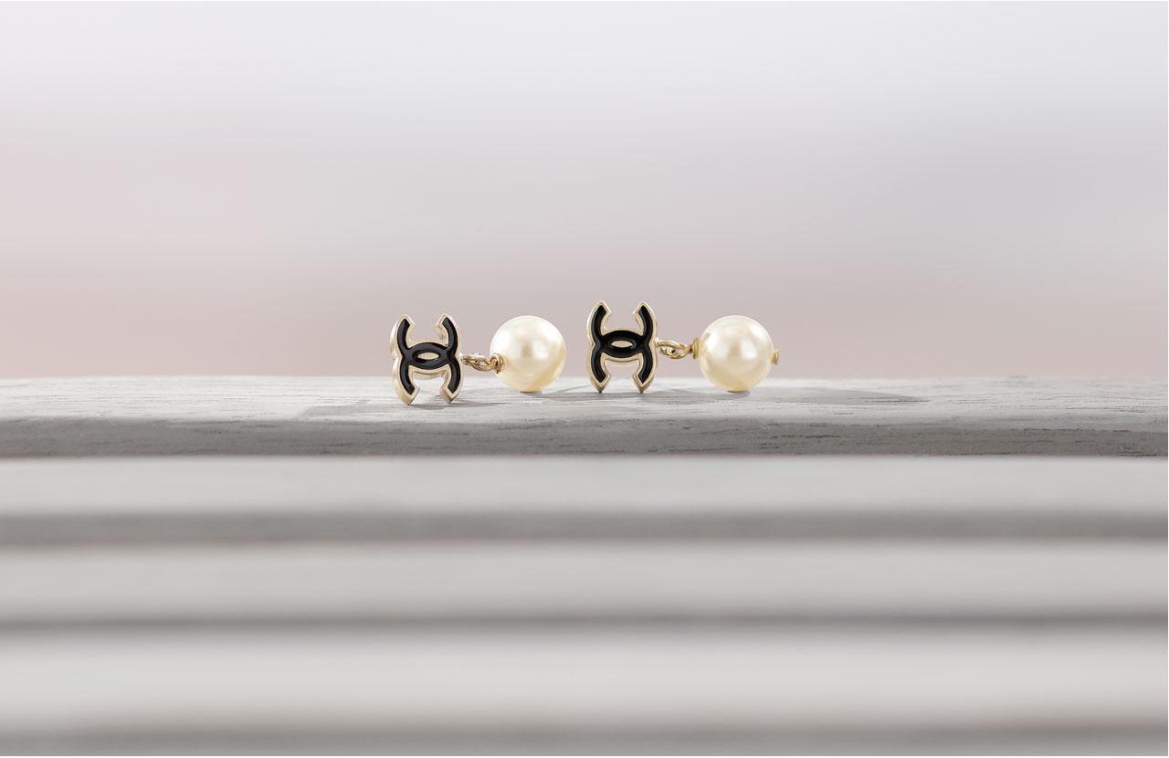 orecchini con logo chanel