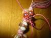come fissare le perle su un pendente in cordoncino
