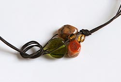Fissare le perle con il nodo