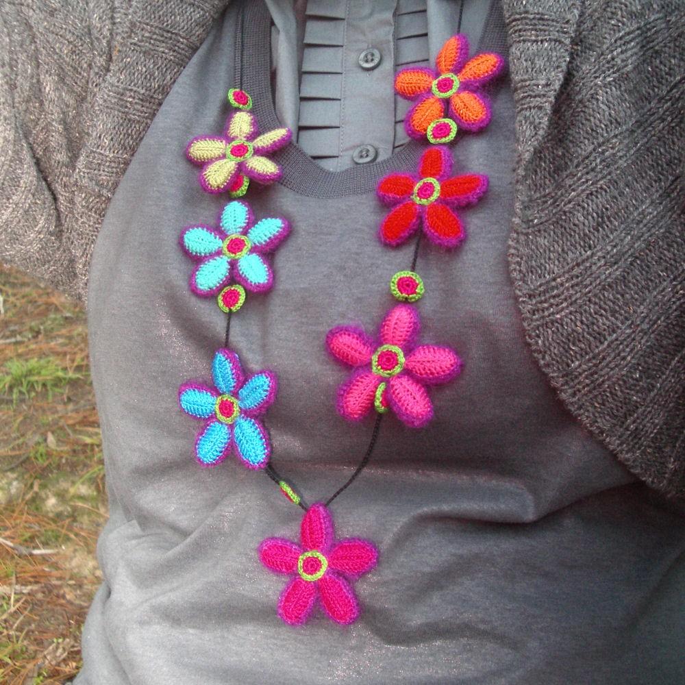 Collane creative in lana fai da te video blog gioielli e for Fiori con la l