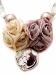 Collana con fiori di stoffa, perle e cristalli