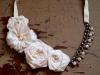 Collana con fiori di stoffa e perle