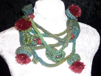 collana uncinetto foglie e fiori lana