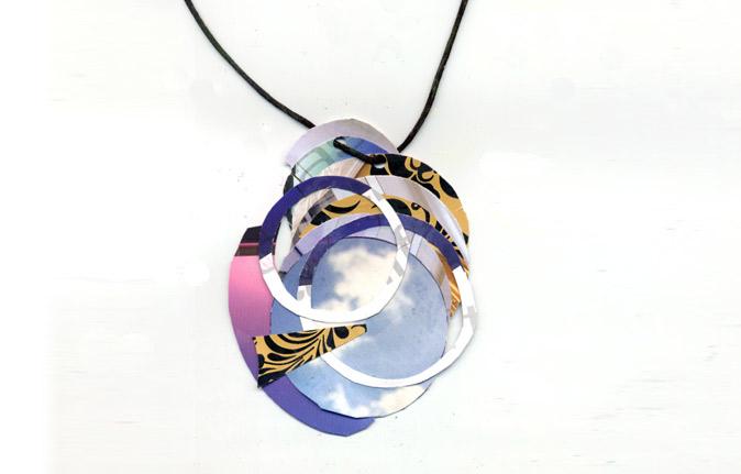 Collana con centrale ad anelli multicolor