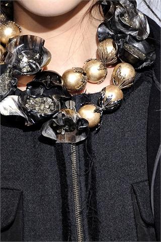 Marni: collana con perle oro