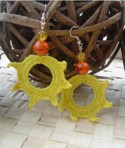orecchini uncinetto cerchio con perlina decorativa