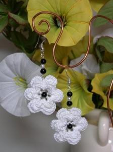 orecchini_all_uncinetto con fiore