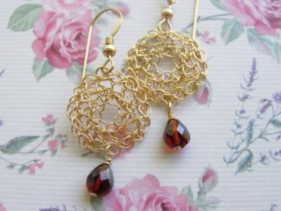 orecchini_all_uncinetto in metallo con pendente