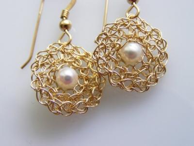 orecchini_all_uncinetto con perla