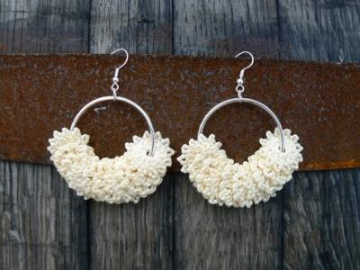 orecchini_all_uncinetto in colore bianco