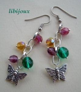 orecchini fatti a mano con cristalli e farfallina in argento pendente