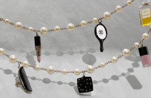Collana chanel con charms