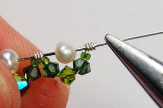 Orecchini fai da te con perline e filo metallico video for Orecchini con pietre dure fai da te