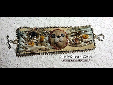 Bracciale ricamato con conterie e cristalli e imitazione seta shibori