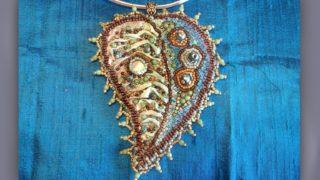 Tutorial pendente in stoffa e perline ricamato a mano