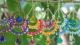 Orecchini con filo di cotone e conterie stile Bollywood
