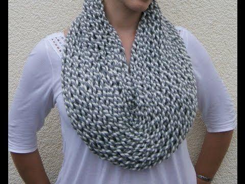 Collana scaldacollo di lana a forma di collare
